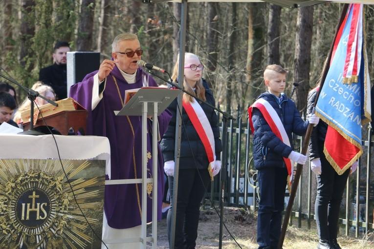 Mszy św. przewodniczył i kazanie wygłosił ks. kan. Józef Błaszczak, dziekan strzegowski.